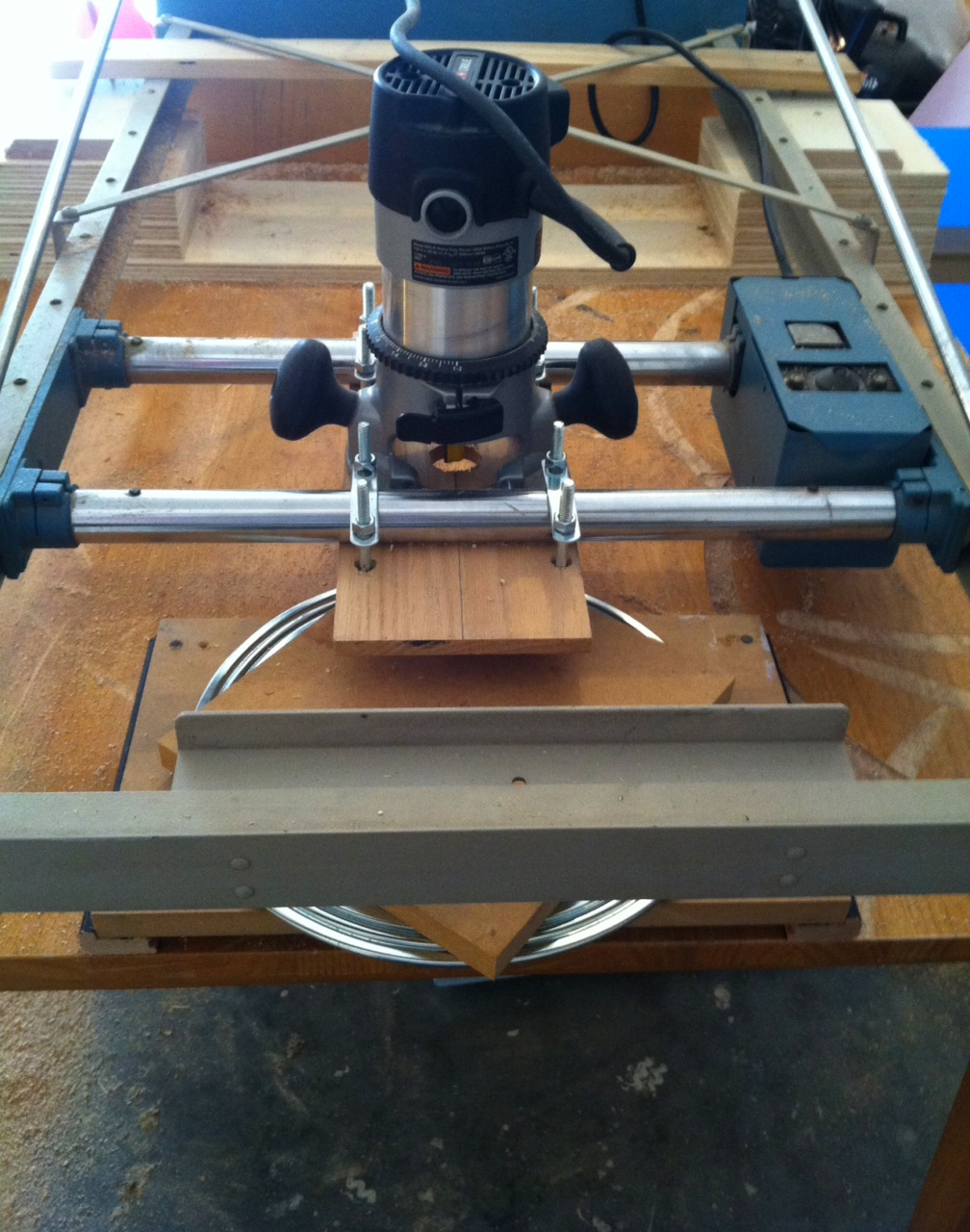 New router table now in effect eikonktizo the active ingredient is a mid range porter cable plunging router the router has been attached to greentooth Image collections